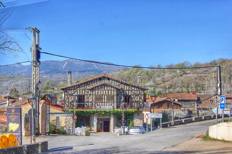 El paseo de las letras en San Martín del Castañar (Sierra de Francia)