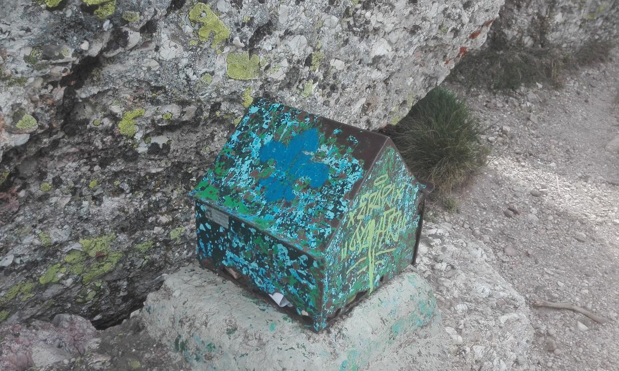 Caja para mensajes del Club Alpino Tajahierro de Santander