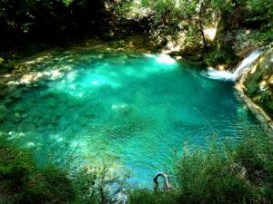 Aguas turquesas del Nacedero de Urederra