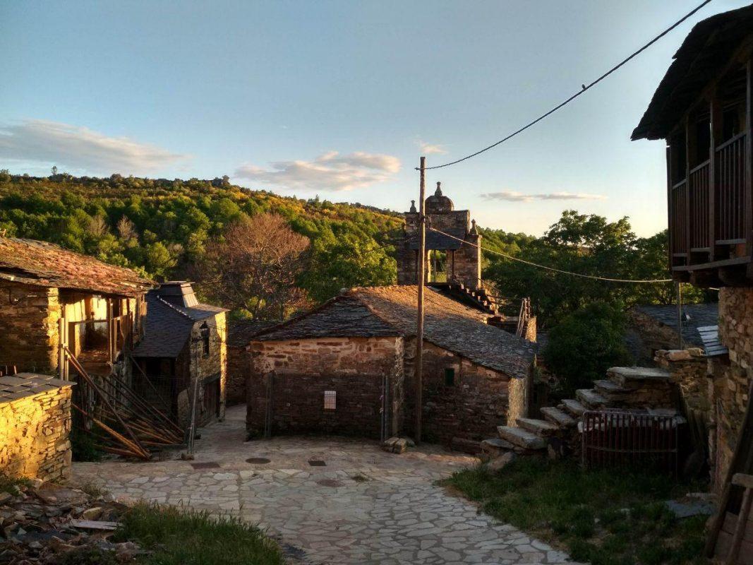 Pueblo en la sierra de la Culebra