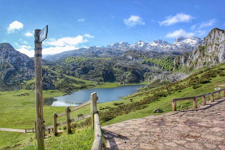 Ruta de Los Lagos de Covadonga por el Bosque Palomberu (Asturias)